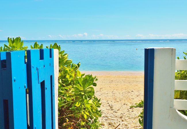 Accès plage et lagon à la villa Cocotiers des Sables