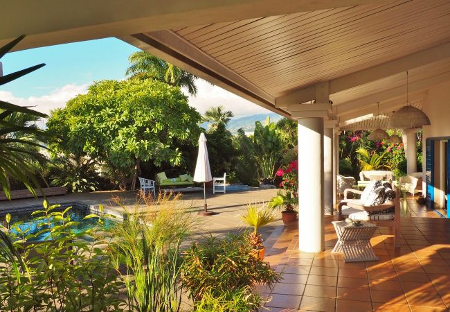 Holidays in reunion island in a villa with a beautiful swimming pool