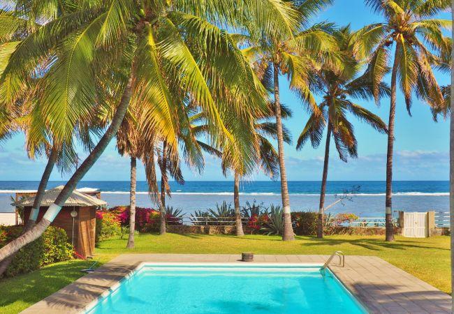 Villa facing the ocean in reunion island with tropical home