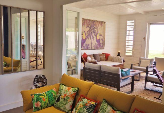 Grand salon de la villa cocotiers des sables à la Réunion