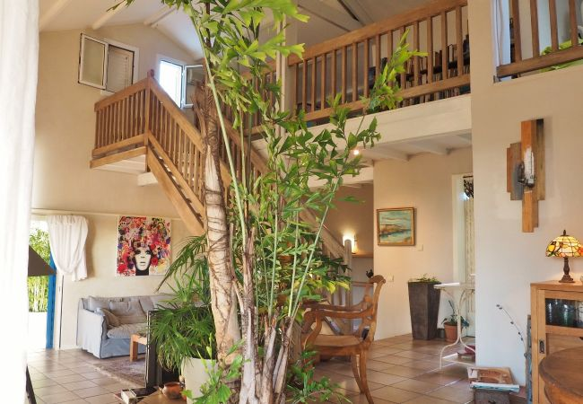 Rental accomodation with stunning living room in reunion island