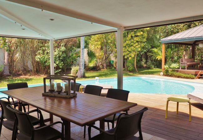 Location d'une villa Tropical Home à deux pas du lagon