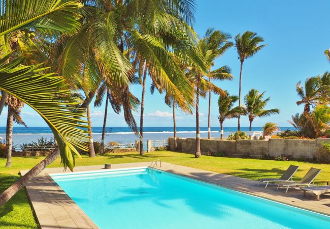 Vacation rental for 6 people in front of the lagoon in reunion island