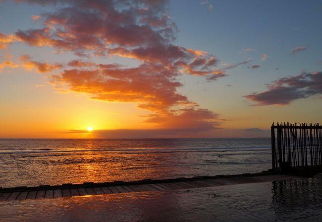 Splendide spectacle du coucher de soleil à la villa victoria