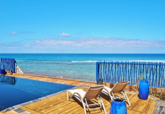 Maison avec piscine et accès direct à la plage à la réunion
