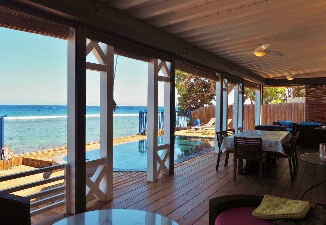villa avec une vue magnifique sur la mer à la réunion
