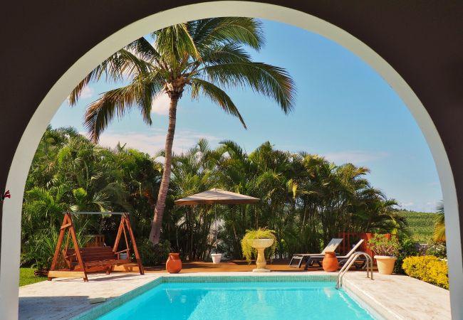 maison avec piscine et vue mer à la réunion tropical home