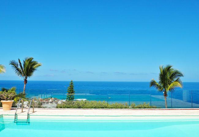 villa champagne avec piscine et vue océan à la réunion