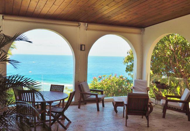 villa champagne avec piscine à louer avec Tropical home