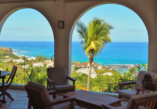 villa à la réunion avec piscine et vue mer