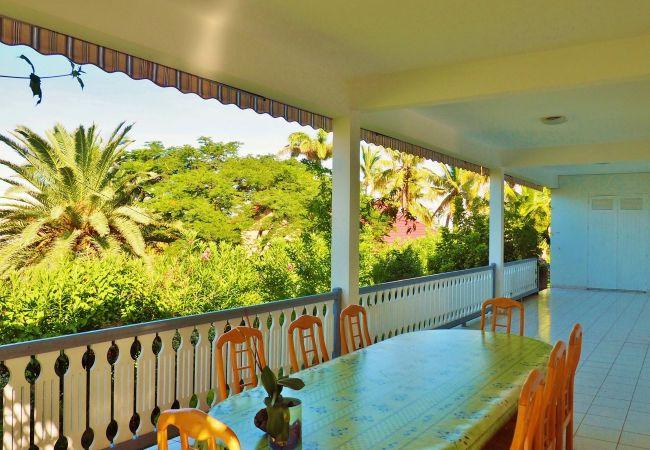 location saisonnière à la réunion avec terrasse vue sur la mer