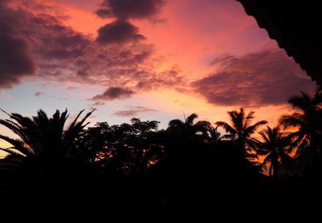 Coucher de soleil à la réunion dans cette location tropical home