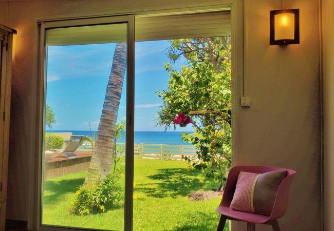 vue paradisiaque sur le lagon et l'océan à saint gilles les bains