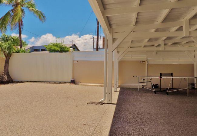 Située à la réunion, la villa les Aigrettes et ses parkings