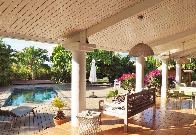 location saisonnière avec magnifique terrasse à la Réunion