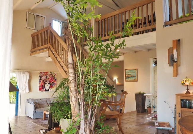 Location de villa avec salon pour vos vacances à la Réunion