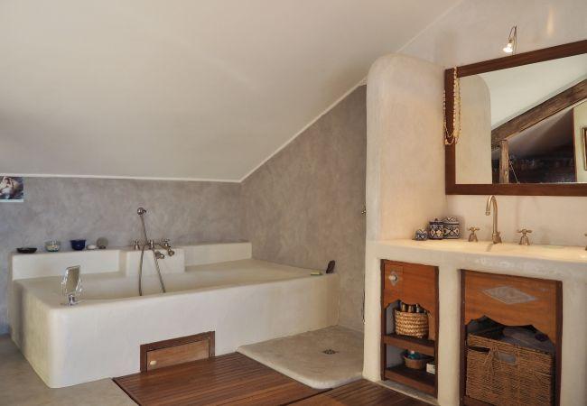 La villa Sérénité et salle de bains proche de Saint Gilles