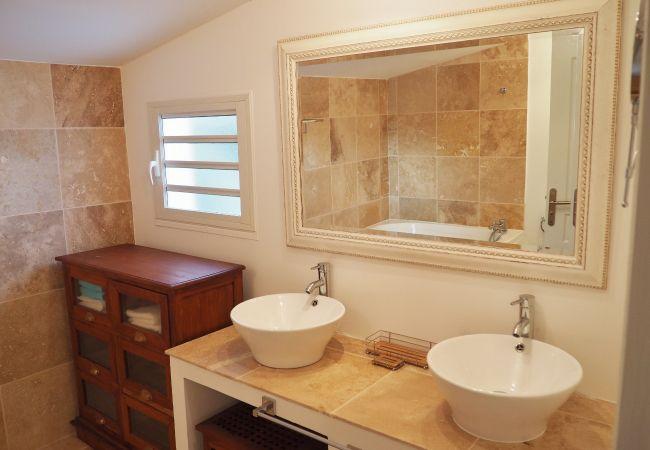 Villa des Palmiers avec salle de bains à la Réunion