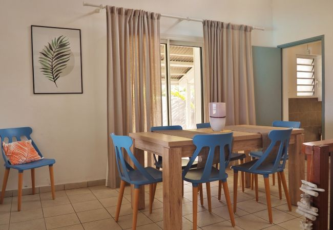 Rent a waterside house in reunion island