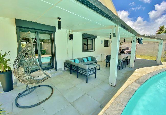 Hébergement avec terrasse, piscine et barbecue