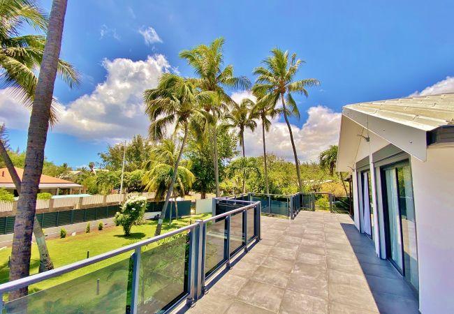 Magnifique terrasse donnant sur un jardin tropical