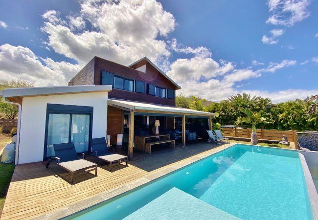 Location de vacances avec piscine à la saline 974