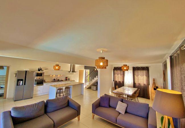 Villa en location saisonnière avec bel espace de vie