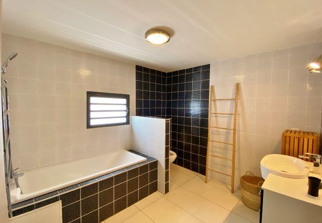 Villa pour 8 personnes avec 4 chambres et 2 salles de bains