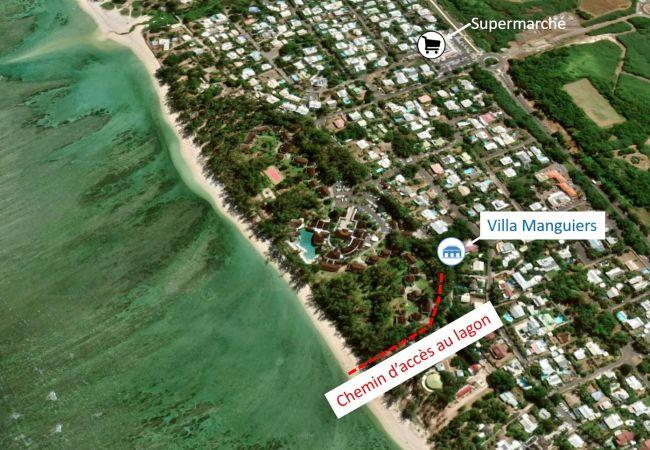 Vue aérienne de la villa Manguiers et du lagon de la saline les bains